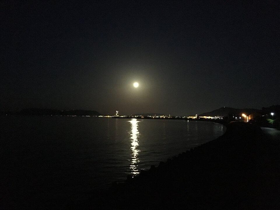 瀬戸内海の満月