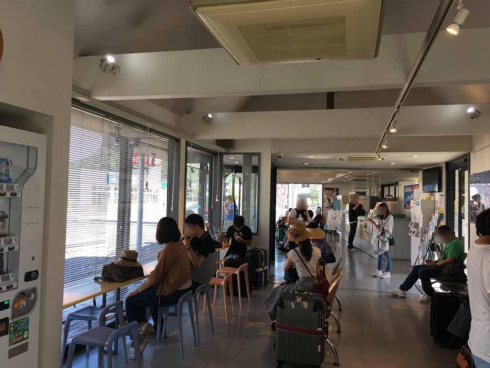 ゆめタウン高松・高速バス待合室
