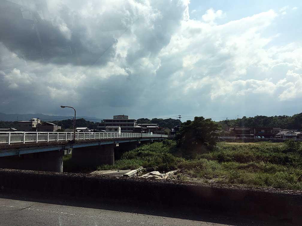 まんのう公園への橋