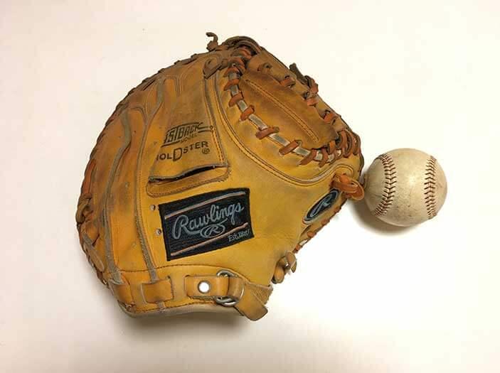 ミットと野球ボール