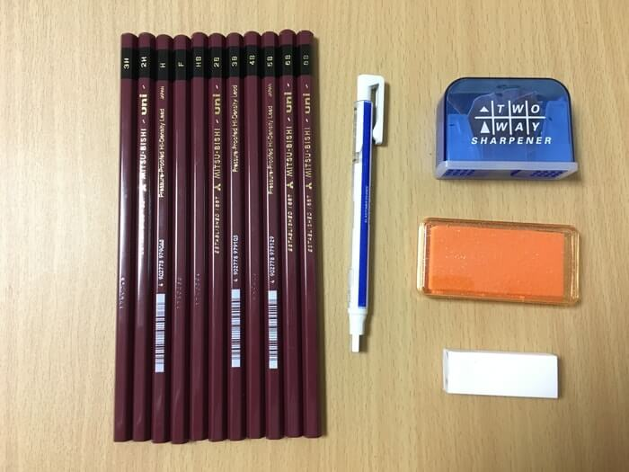 鉛筆、消しゴムなどの画材セット